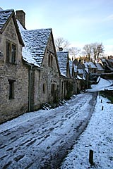 Snow affects the Cotswolds
